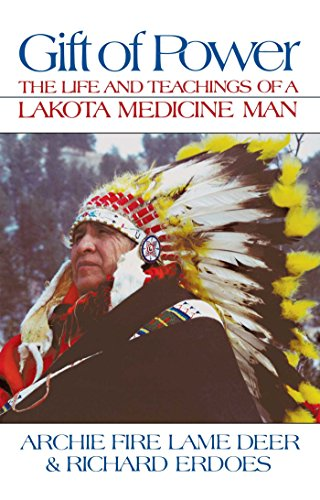 Gift of Power: The Life and Teachings of a Lakota Medicine Man von Bear & Company