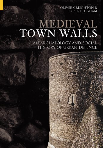 Medieval Town Walls: An Archaeology and Social History of Urban Defence: An Archaeology and Social History of Defence von The History Press