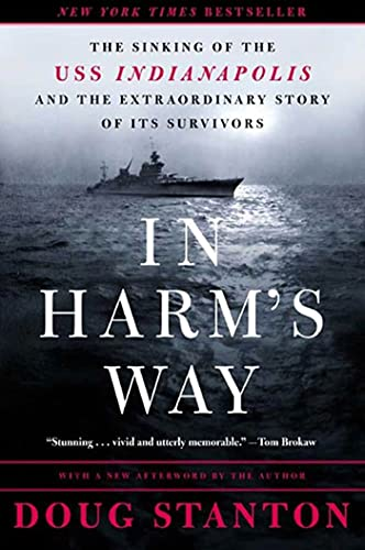 In Harm's Way: The Sinking of the USS Indianapolis and the Extraordinary Story of Its Survivors von OWL BOOKS