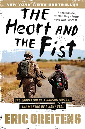 The Heart and the Fist: The Education of a Humanitarian, the Making of a Navy SEAL von Mariner Books