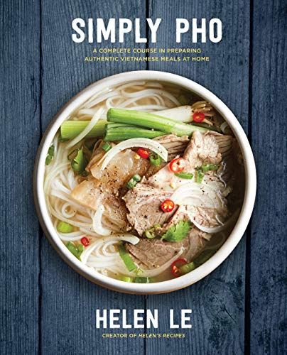 Simply Pho: A Complete Course in Preparing Authentic Vietnamese at Home: A Complete Course in Preparing Authentic Vietnamese Meals at Home von Race Point Publishing