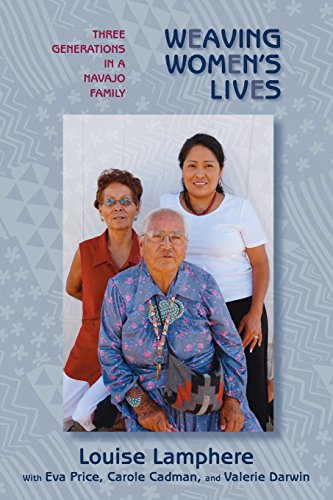 Weaving Women's Lives: Three Generations in a Navajo Family von University of New Mexico Press