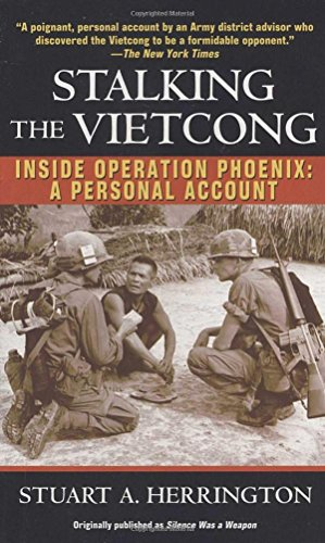 Stalking the Vietcong: Inside Operation Phoenix: A Personal Account von Presidio Press